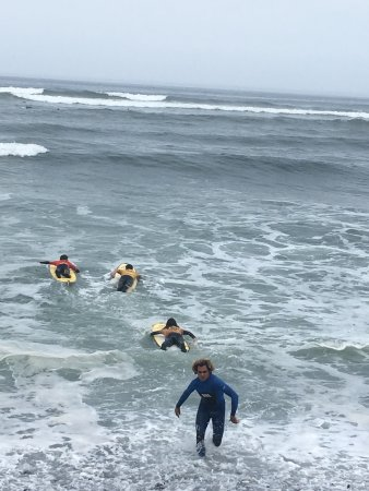 Escuela Pukana Surf: Una semana llena de momentos alegres en Pukana surf , únete con nosotros .