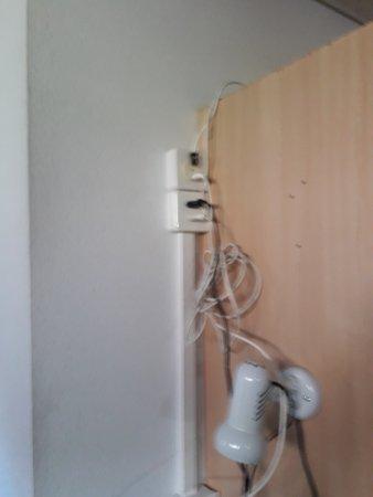 Hotel Loewen: Messy wiring