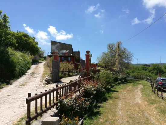 Montalbano Elicona, İtalya: Bel posto, peccato per il cibo