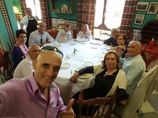 Quentar, Espanha: Familia,familia y familia incluido su dueño