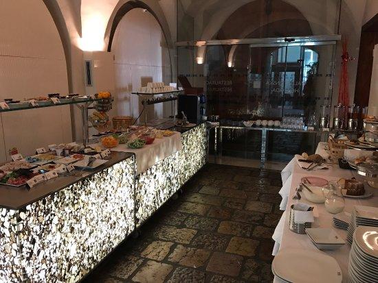 Hotel Three Storks: Frühstück super