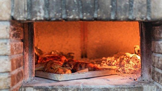 Cucina con forno a legna - Foto di Agriturismo Agripaules, Dorgali ...