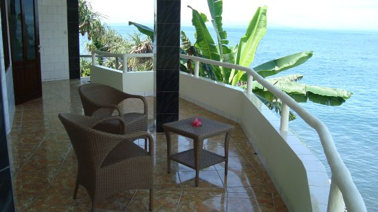Villa Arjuna: The spacious terrace of room number 3 overlooking the sea