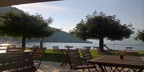 Oberhofen am Thunersee, Sveits: Garten-Restaurant