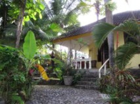 Villa Arjuna:  hidden in green of the garden the rooms are all situated overlooking the ocean.