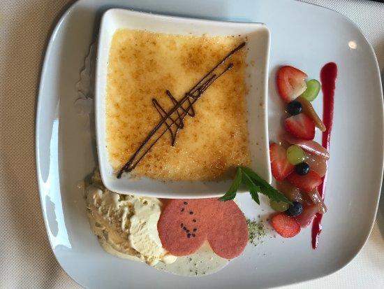 Hotel Restaurant Roter Ochsen: Creme brulee mit Schokolade und Grand Marnier dazu Vanilleeis und Früchten
