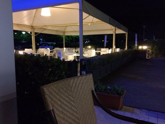Out side bar area picture of hotel galilei pisa for Galilei hotel pisa