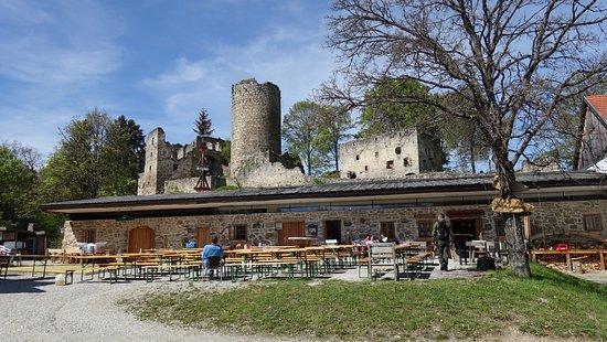 Burgruine Prandegg: Die Burgtaverne davor