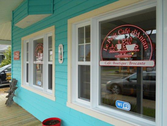 Saint-Come, كندا: Devanture Petit Café d'Antan