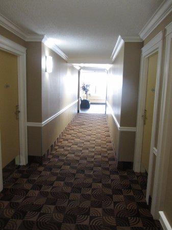 Coliseum Inn: The hallway