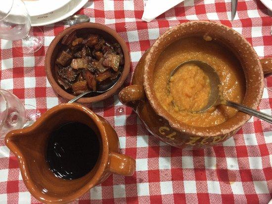 Aldeadavila de la Ribera, Spain: Las patatas machicadas con la panceta ibérica y el vinito de la casa