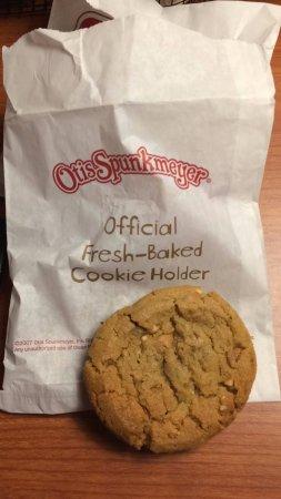 เอลส์เวิร์ท, เมน: A cookie at frontdesk