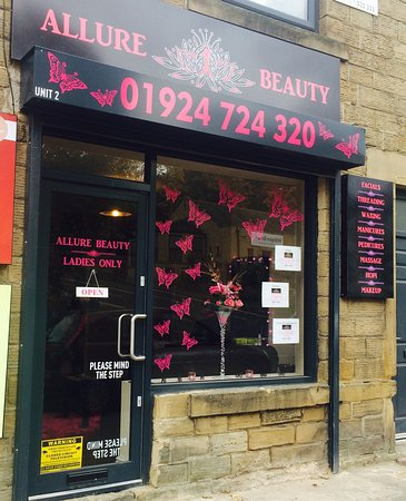 Batley, UK: getlstd_property_photo