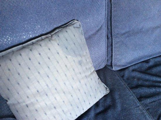 Kingsteignton, UK: Stains on cushions