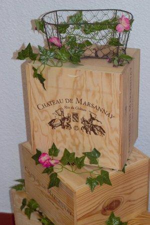 Longvic, France : Décoration Vins de la région