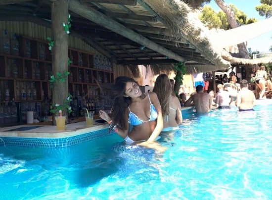Magaluf swim up pool bar - Picture of Oceans Beach Club ...