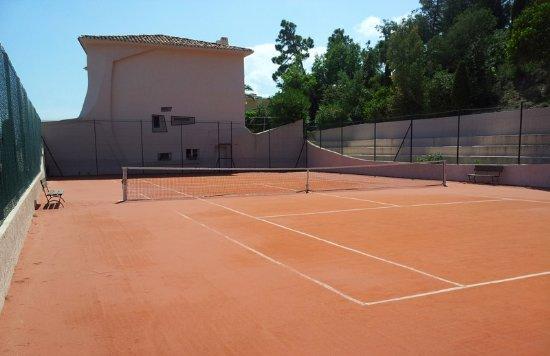 Terrain de tennis - Picture of Hotel Club Port la Galere, Theoule ...