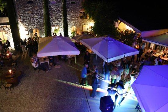 Ronchi dei Legionari, Ιταλία: Uno dei numerosi eventi musicali estivi nella Tenuta.
