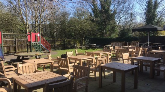Tarbock, UK: Our fantastic beer garden, with play area for the kids