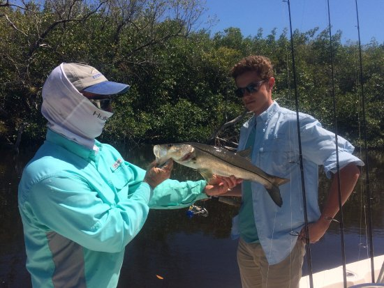 Chokoloskee, FL: Captain Mike showing us one of the snook we caught and telling us about it.