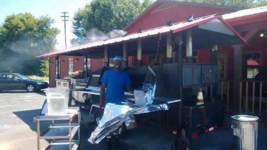 Gordonsville, TN : Legit barbeque