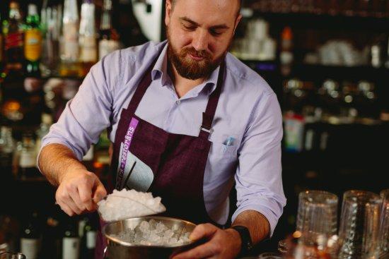 B-Bars Restorans : Bartender at work