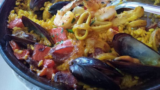 LaVinia Restaurant: The best Paella Valenciana!!!!