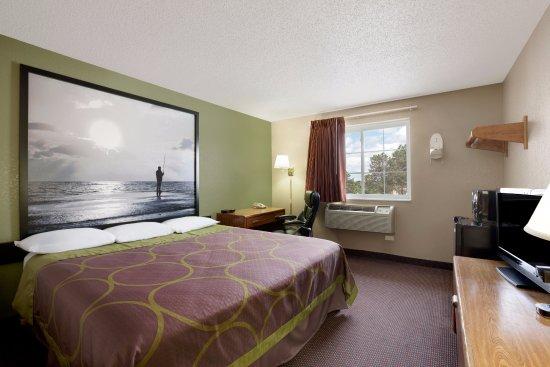 Pulaski, NY: Standard 1 King Bed
