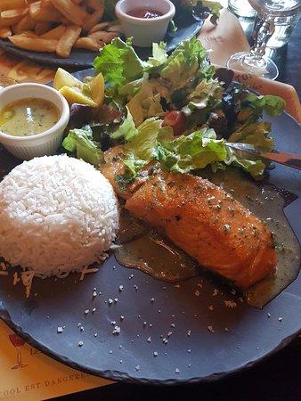 Pav de saumon sauce aux herbes Picture of Au Bureau Noisyle