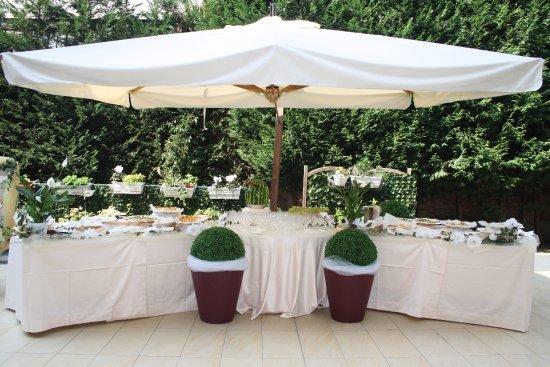 Никелино, Италия: Nella bella stagione i banchetti sono accompagnati dal Buffet Aperitivo servito nel nostro Dehor