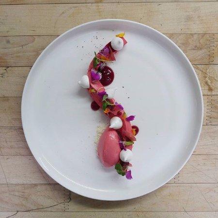 Restaurant Laloux : Bavarois framboise, sorbet framboise, meringue, basillic