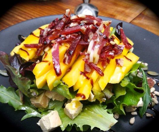 La Siesta : Ensalada de mango, foie, queso de cabra y jamón Ibérico