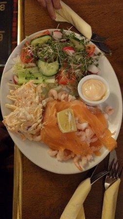 Baxter Arms: Salmon and Prawn Salad