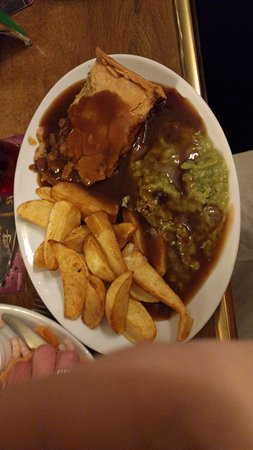 Baxter Arms: Pie, peas and chips