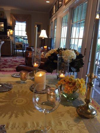 Granville, OH: Candlelight private dining dinner