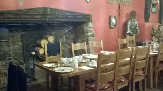 Churston Ferrers, UK: Communal breakfast dining