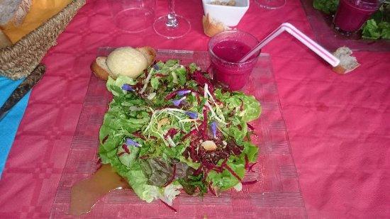 St Gervais sur Mare, France: hum la salade