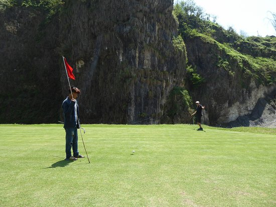 Himalayan Golf Course: Even in Nepal the putt won't go in!