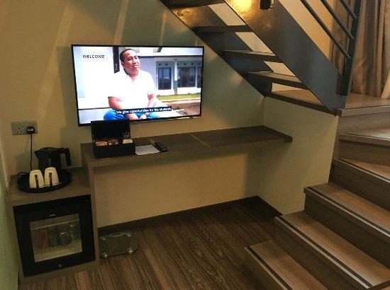Coin bureau/TV (loft) - Picture of Mercure Singapore Bugis ...