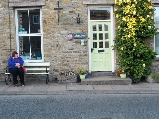 Askrigg, UK: View to Front Door