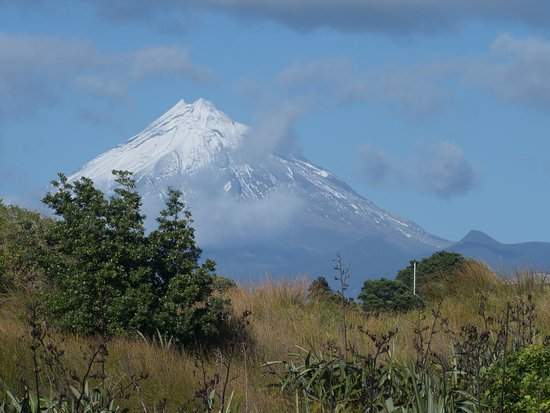 New Plymouth, New Zealand: Taranaki in a moment of few clouds