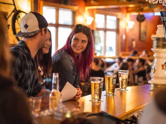 Park Place Lodge - Fernie BC - The Pub Bar & Grill