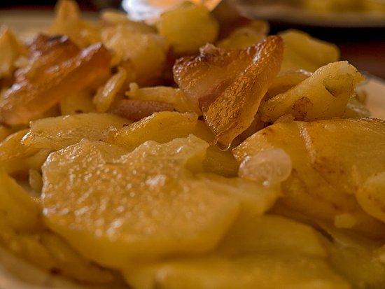 Spezzano della Sila, Italia: Patate impacchiuse con cipolla e pancetta