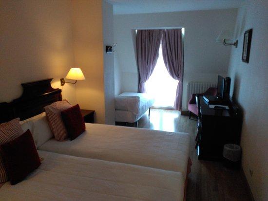 Hotel Husa Europa: IMG_20170503_191239_large.jpg