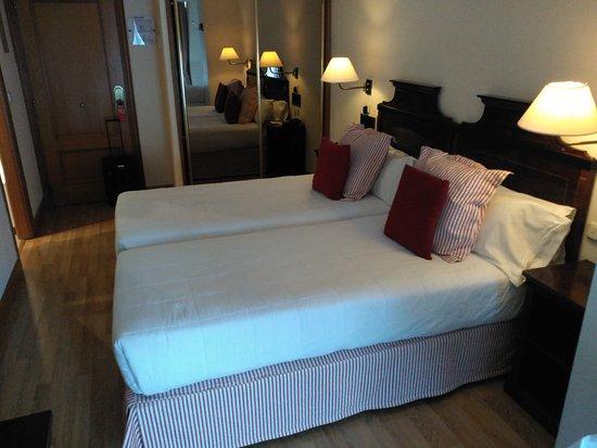 Hotel Husa Europa: IMG_20170503_191228_large.jpg