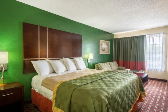 Knights Inn Sarasota: KING BED ROOM SMOKING