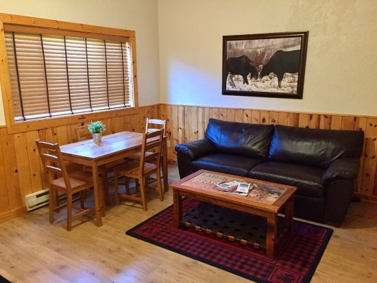 Victor, ID: Full size sofa bed and plenty of room to rest and relax during your stay at Moose Creek Ranch