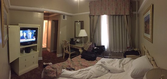 Hotel San Carlos: Relatively small room. Double occupancy would feel pretty cramped