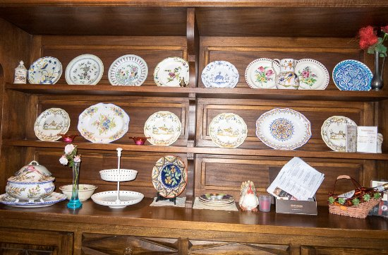 Cherac, Prancis: lovely plates collection