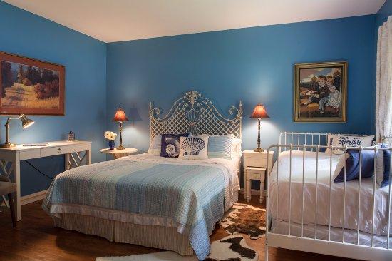 Bragg Creek, Canada: Powderface Bedroom Suite